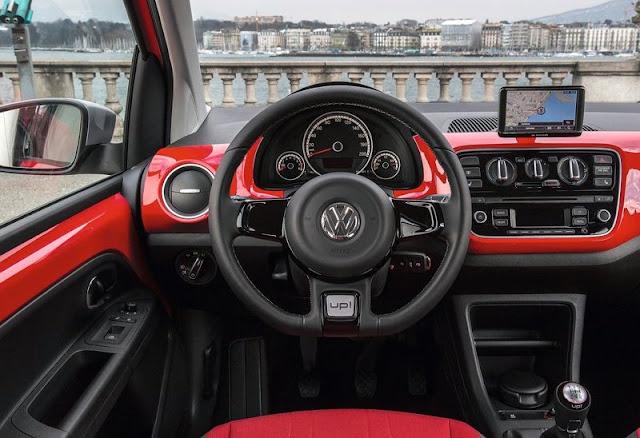 2013 Volkswagen Cross Up Dashboard