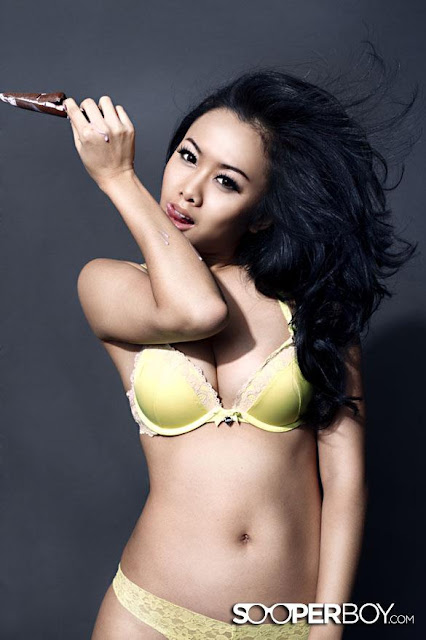 Hot Pictures Devi Liu on Green Bra