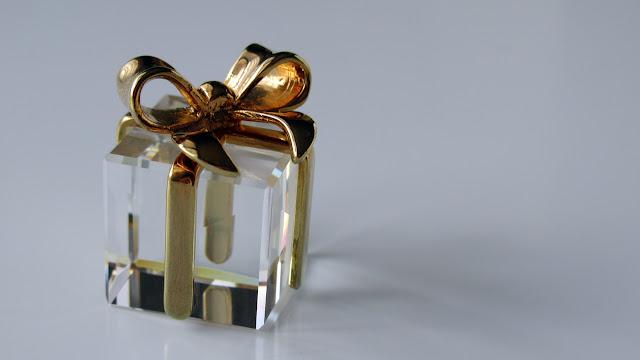 スワロフスキー・クリスタルのプレゼントの箱