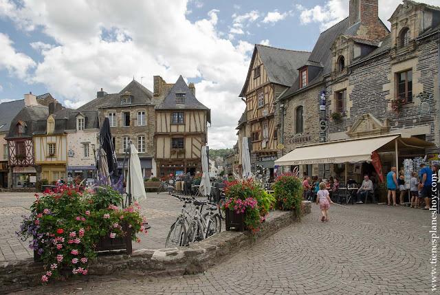 Pueblos bonitos de Bretaña Malestroit roadtrip Francia viaje diario