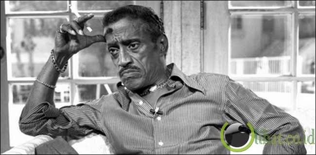 Sammy Davis, Jr. Pernah Coba Bunuh Diri