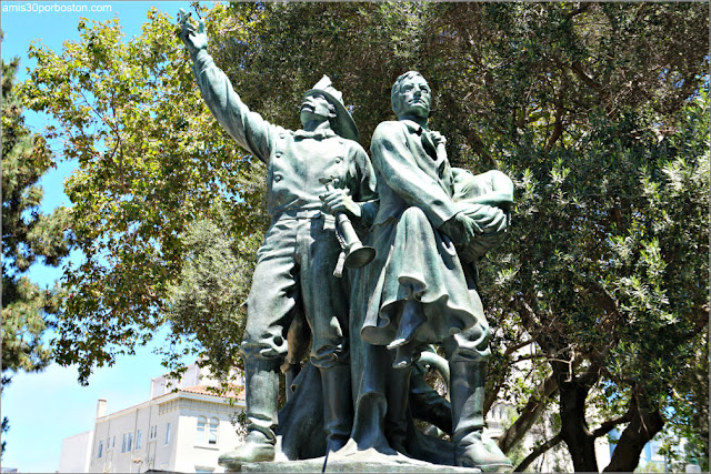 Escultura Fireman's Memorial en Washington Square Park, San Francisco