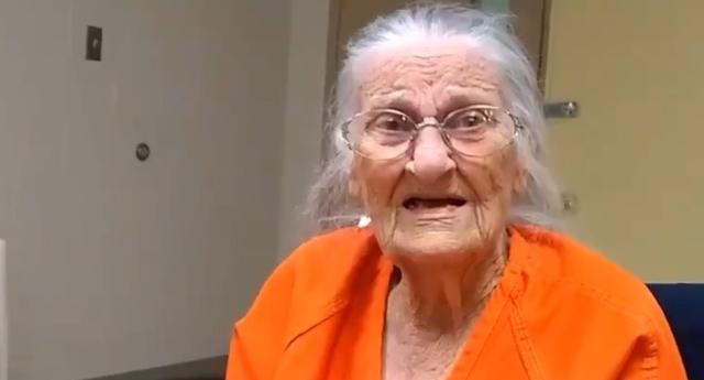Una anciana de 93 años es detenida y esposada por no pagar el alquiler de su hogar