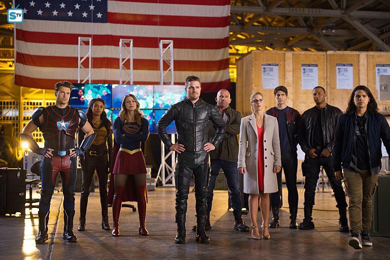 Supergirl - Season 2 - The Dominators to Return + Heroes v Aliens Crossover Interviews