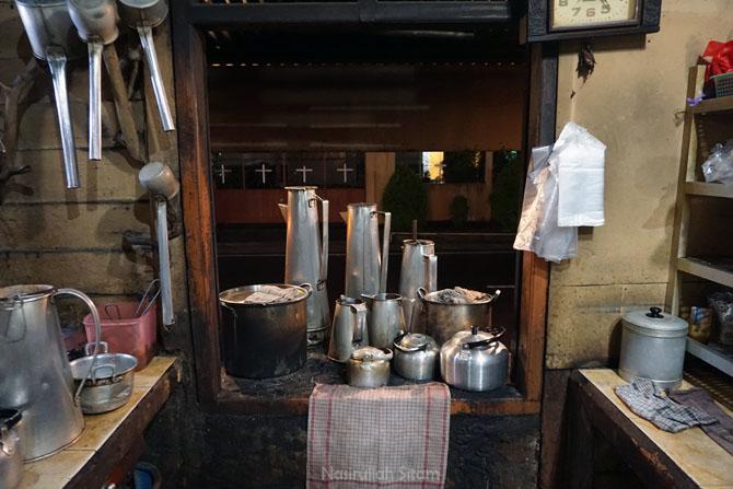 Melihat dari dekat peralatan di Kedai Kopi Kong Djie Belitung