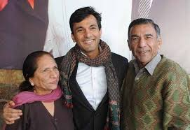 Vikas Khanna Family Wife Son Daughter Father Mother Age Height Biography Profile Wedding Photos