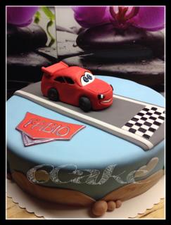 cathi s cakes disney cars torte mit queen mc lightning. Black Bedroom Furniture Sets. Home Design Ideas