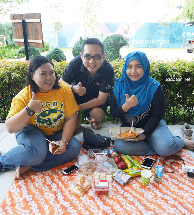 With CikLilyPutih and Ayu