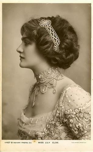 fashioning nostalgia early 1910's
