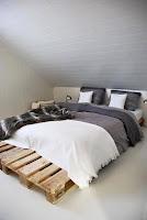 dormitorio simple hecho con palets