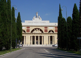 The imposing entrance to the Cimitero Monumentale