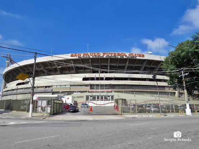 Vista ampla da parte externa do Estádio Cícero Pompeu de Toledo - Morumbi - São Paulo