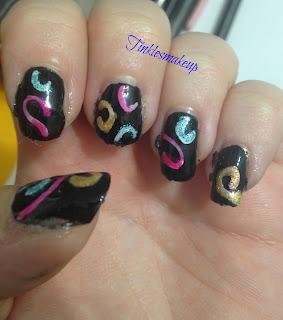 holo_swirls_nail_art
