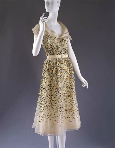 "Chiffon Christian Dior 1952 ""Vilmiron"" dress on mannequin"