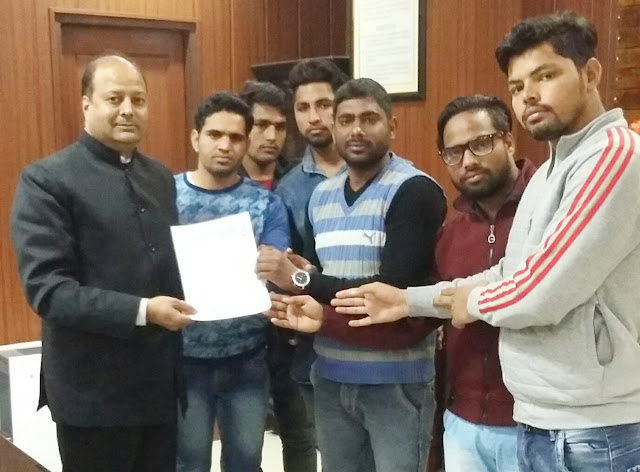 Yuva Anhagha handed over memorandum to Vice Chancellor Dinesh Kumar of YMCA University