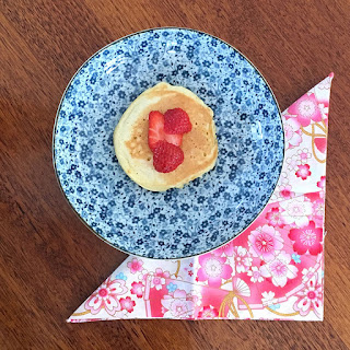 Kimono Daisy Japanese cotton napkin with pancake and strawberries