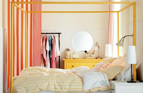 bedroom with white walls and colorful furniture+Desain+Keren+Kamar+Tidur+Anak+Dengan+Warna+Putih,+Biru+dan+Coklat
