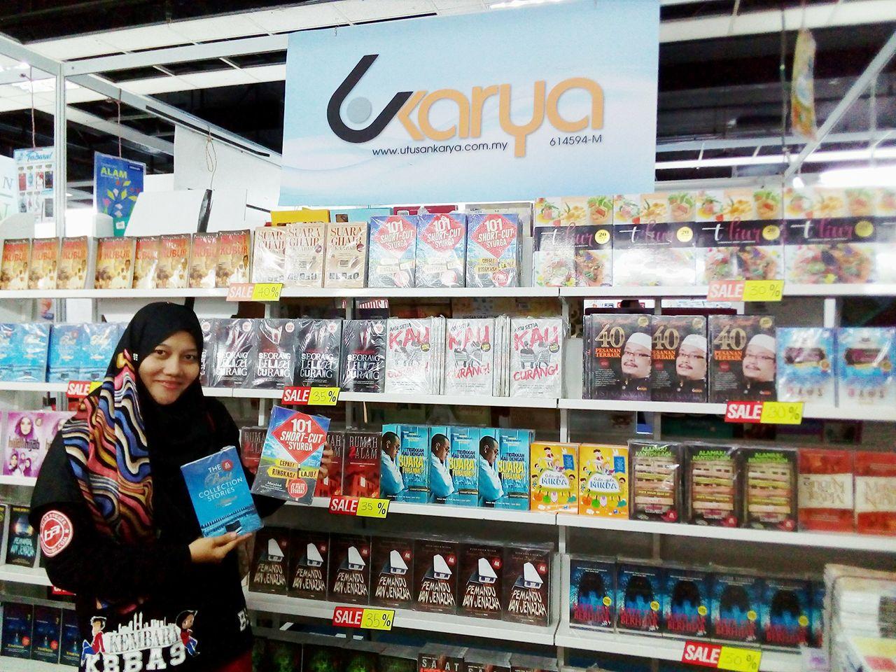 Seronok Shopping buku di Booth Utusan, Pesta Buku Antarabangsa KL, 2018