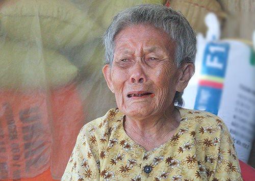 Bà Sơn khóc khi nhắc về cháu trai