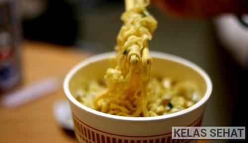 Bahaya Mengkonsumsi Mie Instan Bagi Kesehatan