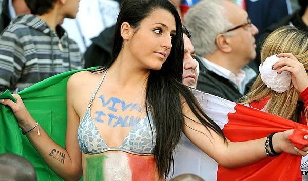 Italy Female Fans