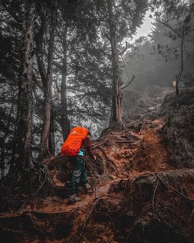 Mendaki gunung bisa memperkuat otot kaki - foto instagram zimay_svn