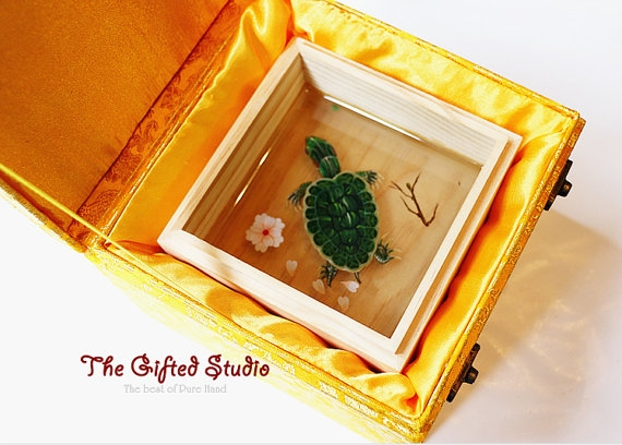 08-tortoise-in-wooden-box-Lillian-Lee-Resin-and-Acrylic-Paints-to-make-3D-Paintings-www-designstack-co
