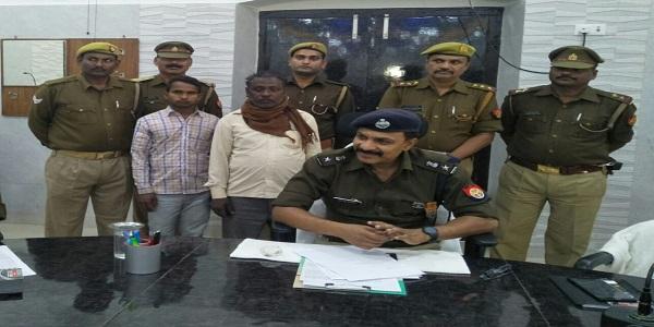 pihani-police-ne-pakde-25-25-hazar-ke-inaaami-badmaash