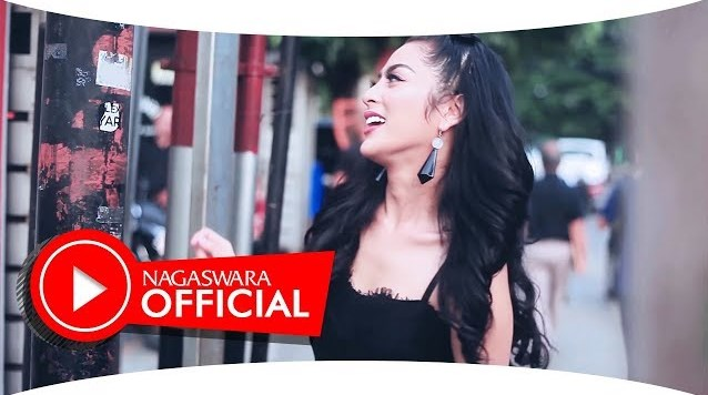 Video Musik Selvi Kitty - Cintaku Sekuat Tiang Listrik (Official Music Video NAGASWARA)