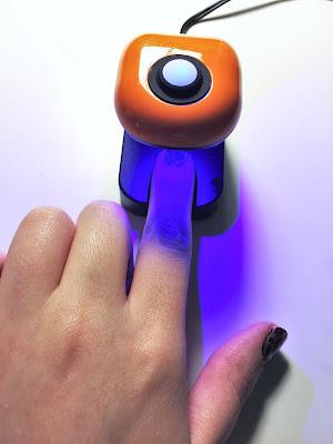 Sally Hansen Salon Insta Gel Strips UV light