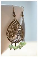 boucles d'oreilles gouttes bronze vieilli et perles facettes vertes
