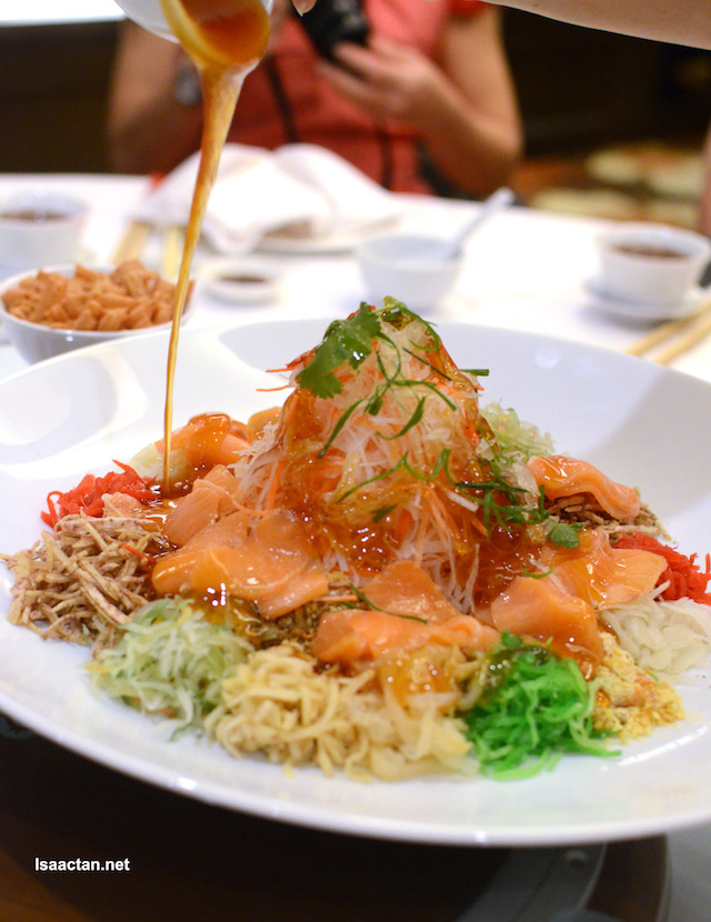 Let's toss the yee sang!