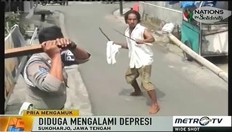 Seram Tapi Lucu! Video Orang Gila Ngamuk, Lalu Dikeroyok Polisi dan Warga