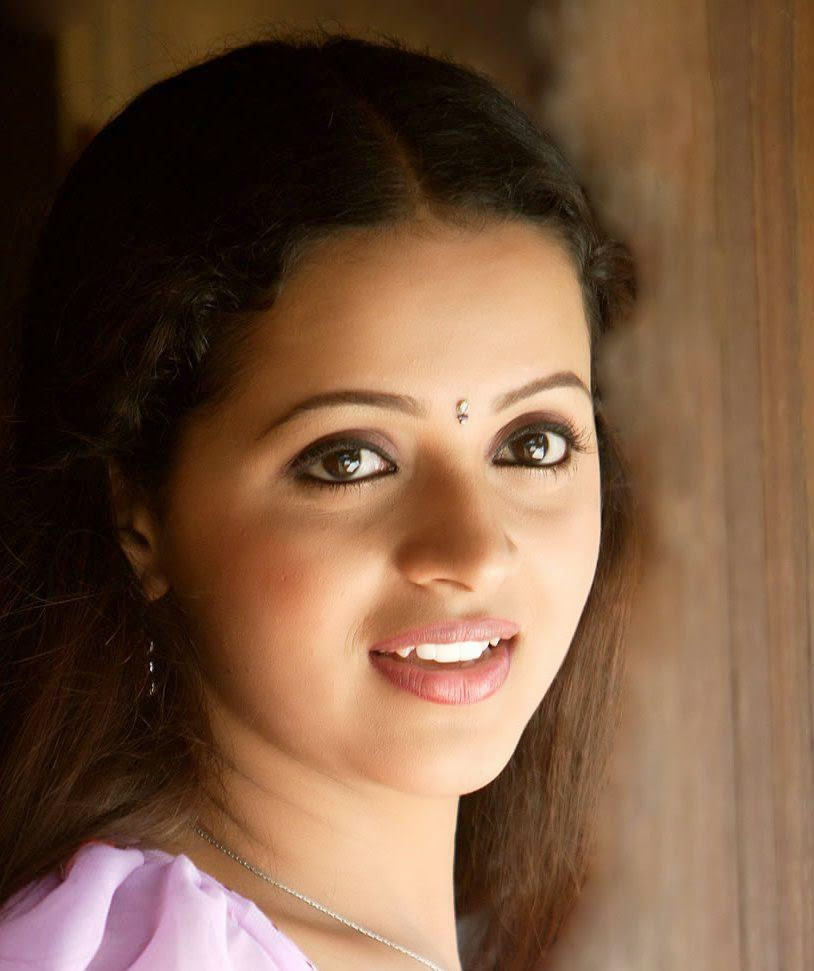 Telugu hot malayalam actress bhavana stills