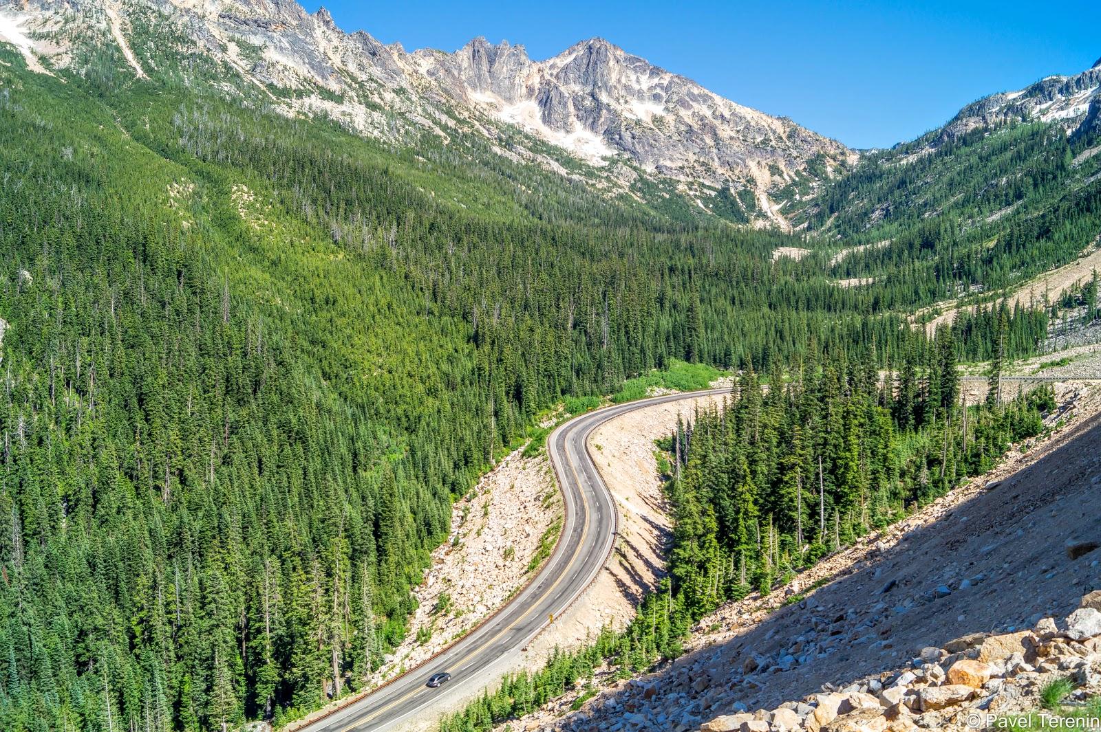 Северо-Каскадное шоссе является самымой высокой среди открытых круглый год горных дорог в штатах.