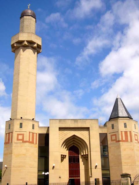 http://2.bp.blogspot.com/-DmJjg7lrUKE/VhIZ1vkGK2I/AAAAAAAAAHk/rIegAoxI3l8/s1600/edinburgh_mosque_aw070708.jpg