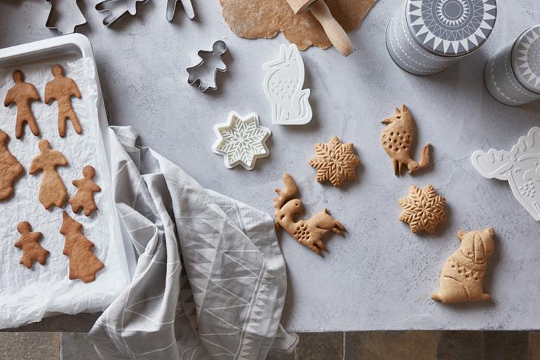 navidad-ikea-cocinar-familia-cortadores-galletas