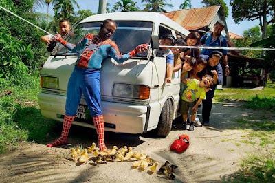 Lustige Familienfotos Opa witzig Auto