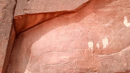 الصخور المنقوشة بمدينة تيوت