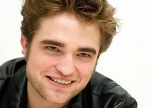 Momento coisas inúteis que todo mundo ama com Robert Pattinson, Gracyanne e um ator da Globo