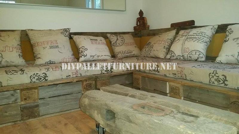 mesa de centro realizada con una pieza de un molino corso