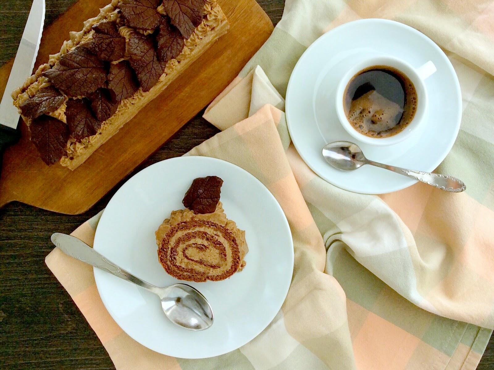 Kakaová roláda s kávovým šlehačkovým krémem