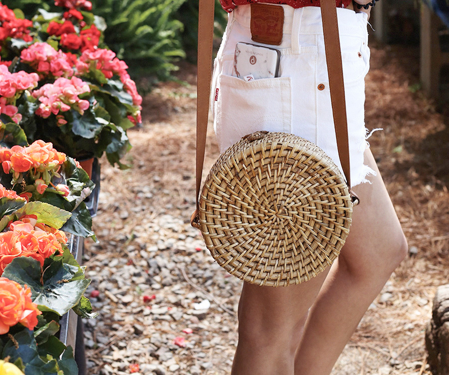 farmers market outfit ideas | forever 21 circle bag | levis 501 white shorts |