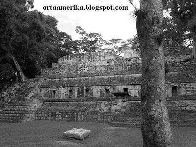Honduras'da Mayalar Dönemi Yeraltı Tünelleri