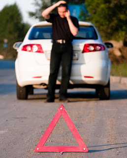 Pernahkah anda ketika melintas di jalan raya dan menemui sebuah segitiga kecil berwarna me Jangan Menganggap Remeh Segitiga Pengaman Mobil