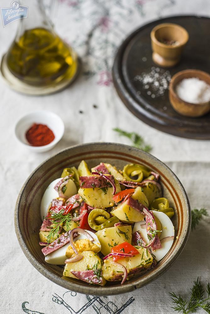 Sałatka z ziemniaków i salami