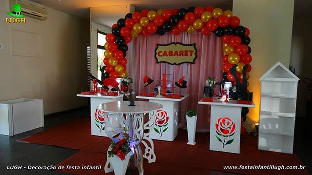 Decoração Cabaret em mesa de aniversário feminino