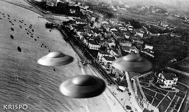 foto antigua de vista aerea de hondarribia con tres ovnis sobrevolandola