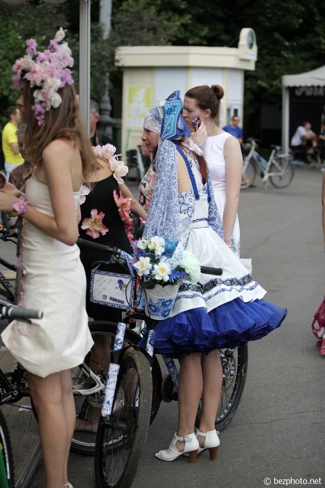 леди на велосипеде фото