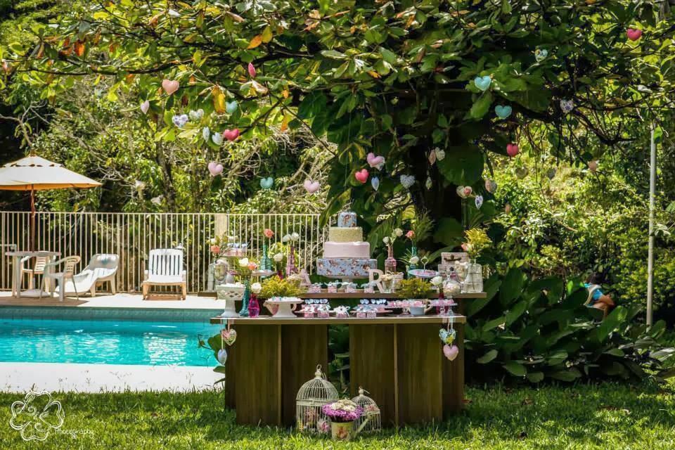 festa-decoracao-romantica-mesa-bolo-sitio